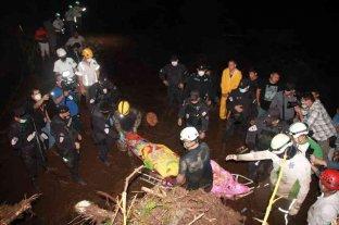 El Salvador: al menos seis muertos y 35 desaparecidos dejó un deslizamiento de tierra