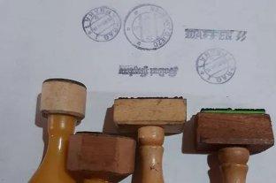 Entre Ríos: encontraron sellos nazis originales en una casa de antigüedades