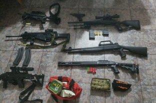 Hallan un arsenal pesado en una casa de Rosario -