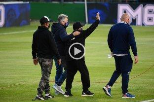Luego de un emotivo homenaje por su cumpleaños 60, Maradona se fue del estadio: los motivos