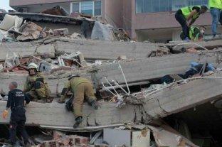 Al menos 22 muertos y 800 heridos por el fuerte terremoto en Turquía y Grecia
