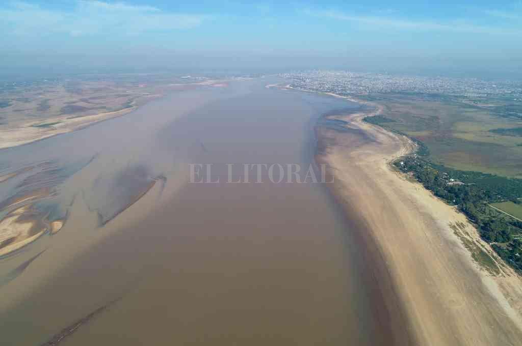 Por acá. El gasoducto atravesará la laguna Setúbal a la altura de El Chaquito hacia San José del Rincón. Crédito: Fernando Nicola
