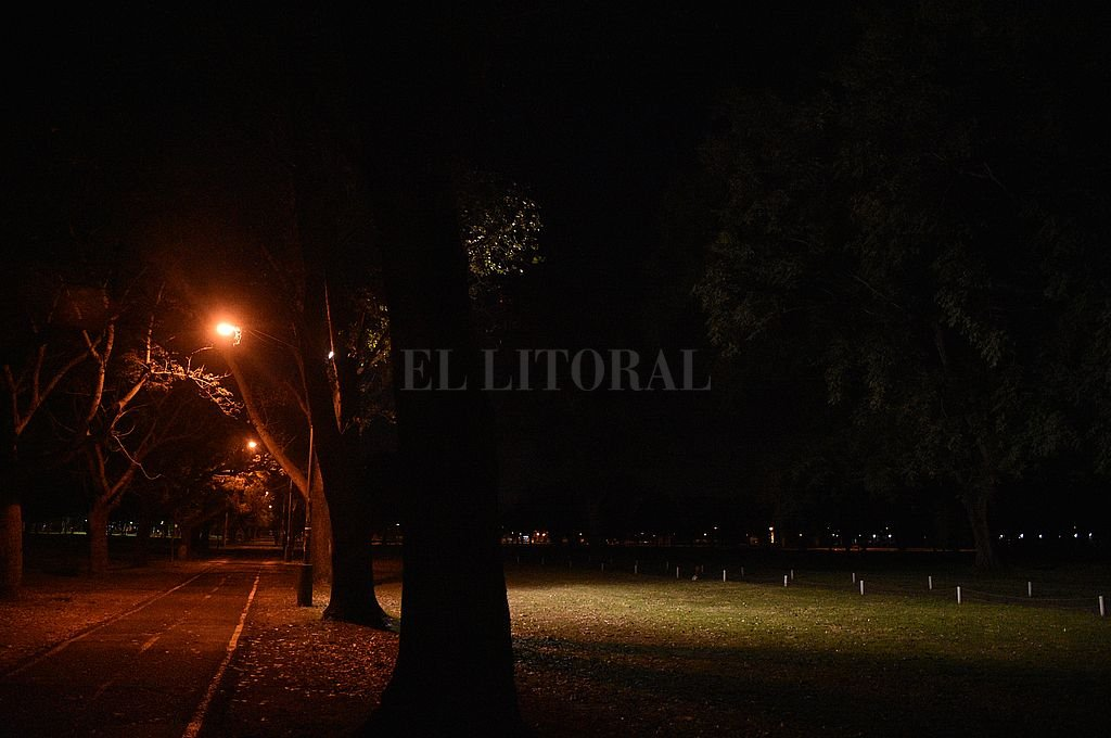 Falta de iluminación, una de las constantes falencias del Parque Federal. Crédito: Pablo Aguirre