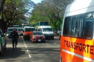 Protesta de transportistas de instituciones de discapacidad frente a la Quinta de Olivos
