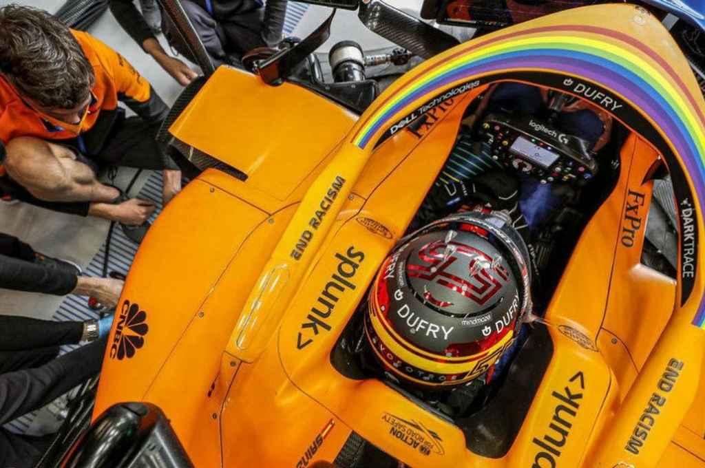 Carlos Sainz, en el box de MacLaren. El piloto español desea despedirse del equipo, colaborando con firmeza para la obtención del tercer lugar en el Campeonato de Constructores.     Crédito: Gentileza
