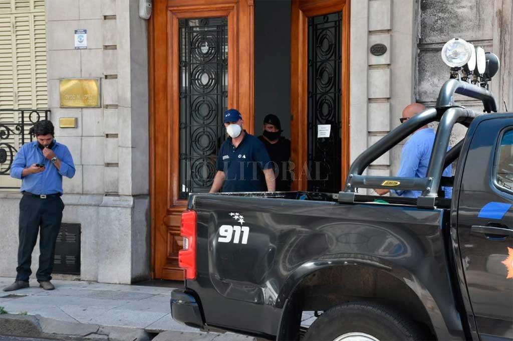 Una escribanía de calle Moreno 2672 fue allanada este viernes por la mañana en busca de documentación relevante para la causa. Crédito: Flavio Raina