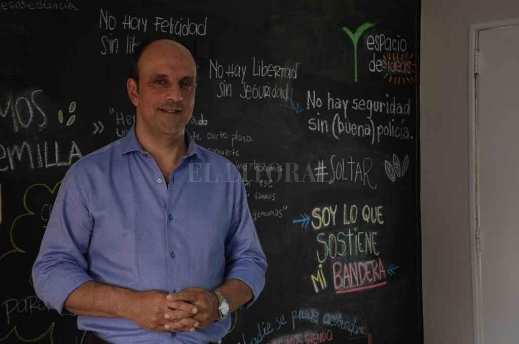 Corral recibió a El Litoral en la sede de la Fundación Sembrar. Un