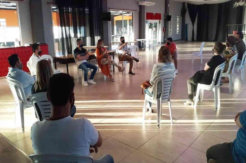 Convocatoria. Representantes del municipio de Santo Tomé se reunieron con referentes de sectores que todavía no pueden trabajar por la pandemia, para explicarse los alcances del Fondo Solidario de Emergencia. Crédito: Gentileza Municipalidad de Santo Tomé