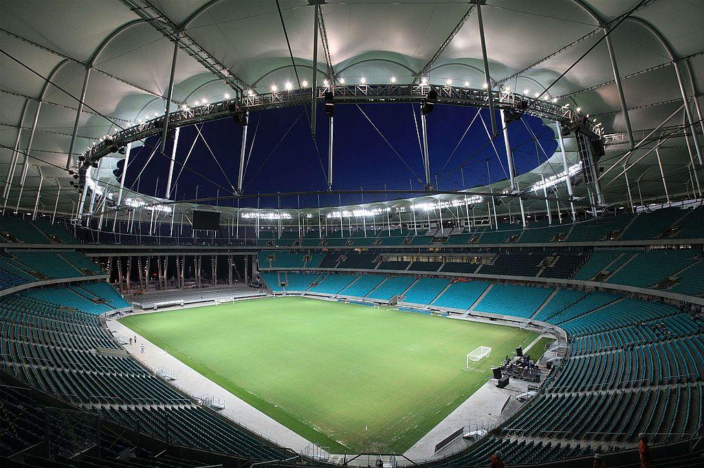 El Arena Fonte Nova, un estadio bellísimo, sin tribunas en una de sus cabeceras adaptado para acontecimientos artísticos y musicales. Detrás, un amplio lago que aumenta su belleza natural. Crédito: Gentileza