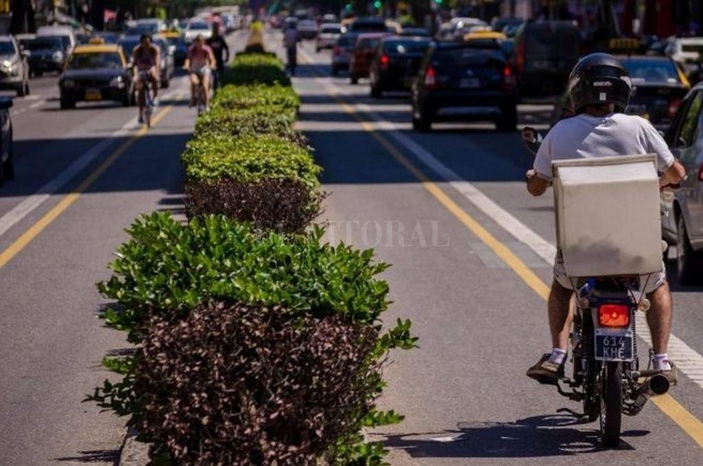 Bicisendas en Rosario. Hay un uso creciente de la bicicleta, pero un diseño