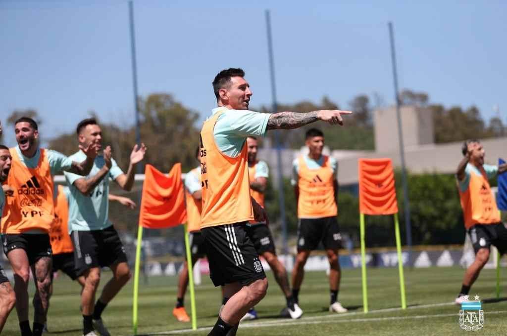 Con Messi como líder futbolístico, la Selección va por un nuevo triunfo que lo afiance en el camino rumbo a Qatar.    Crédito: Gentileza