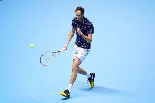 Medvedev venció a Djokovic, pasó a semifinales y dejó sin chances a Schwartzman