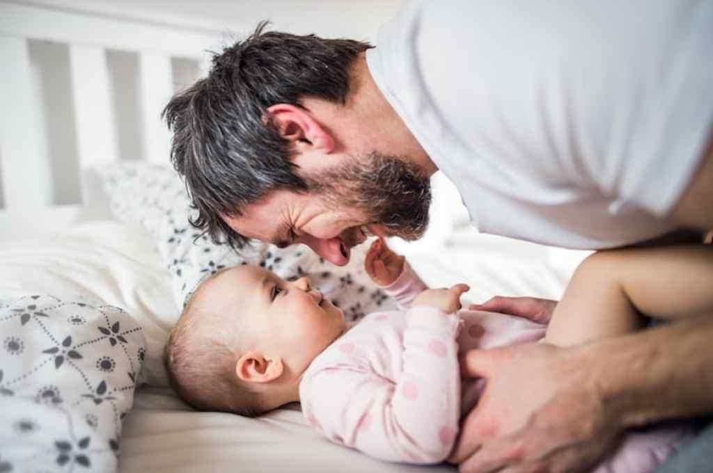 El reclamo es para que el padre pueda compartir los primeros días de vida de su hijo.    Crédito: Archivo