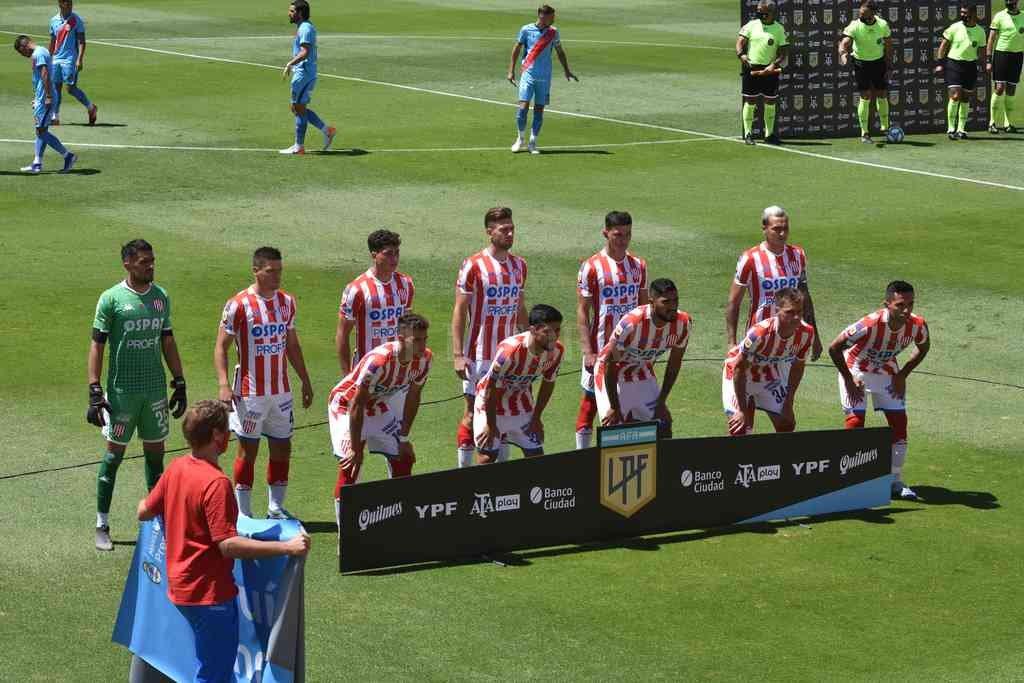El equipo que arrancó el partido de ida ante Arsenal. Varios de los que estuvieron aquella tarde, repetirán en Sarandí. Crédito: Mauricio Garín