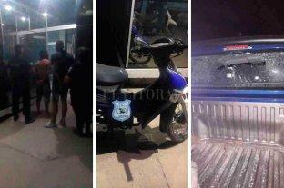 Un robo terminó con dos detenidos, tres oficiales lesionados y un móvil policial dañado