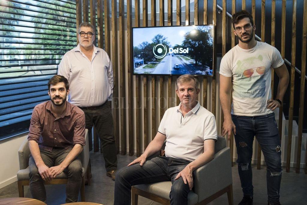 De pie, Mauricio Baili y Manuel Baili; sentados, Matías Baili y Roberto Luchtenberg. Crédito: Marcelo Manera