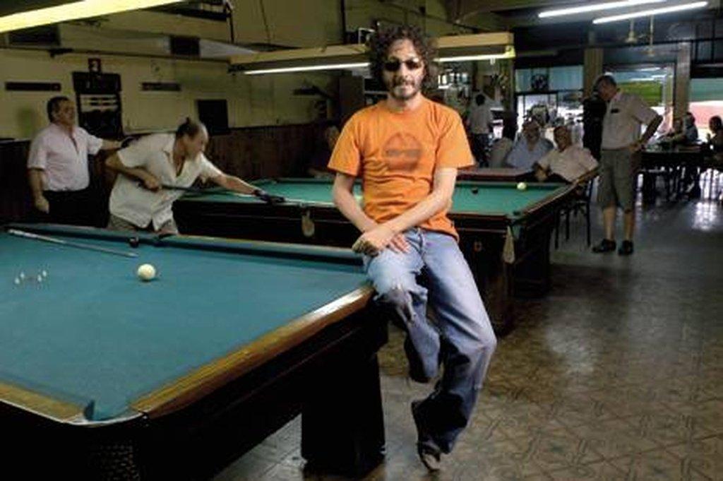 El músico Fito Páez en un bar típico de la ciudad. Crédito: Internet