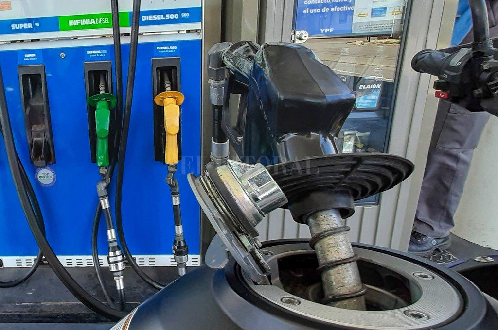 YPF aumentó el precio de sus combustibles: así quedaron los valores en Santa Fe -  -