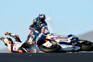 Video: piloto de Moto2 cayó y quedó en medio de la pista, salvó su vida de milagro