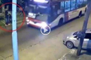 Video: le quisieron robar la mochila y la salvó un colectivero en La Tablada