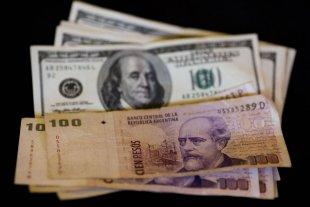 """El dólar """"blue"""" sube a $ 162"""