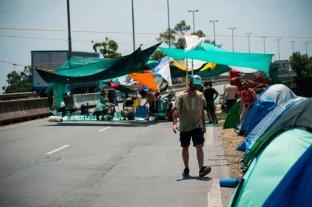 Ambientalistas cortan el puente Rosario-Victoria en reclamo por la ley de humedales