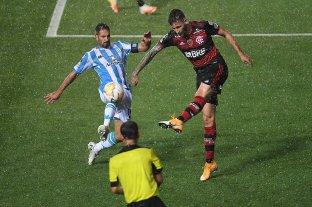 En un partido con polémicas, Racing empató con Flamengo en Avellaneda