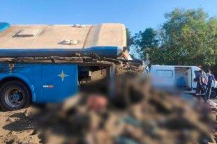 Brasil: al menos 22 personas murieron tras el choque de un colectivo con un camión