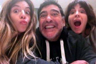 Dalma y Giannina Maradona recibieron las condolencias en las redes sociales -