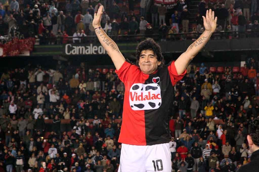 El 10, ovacionado por la hinchada sabalera en el Brigadier López Crédito: Pablo Aguirre - El Litoral.