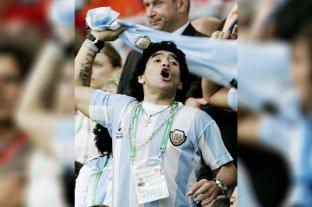 Miles de hinchas se acercaban al Obelisco para despedir y homenajear a Diego Maradona