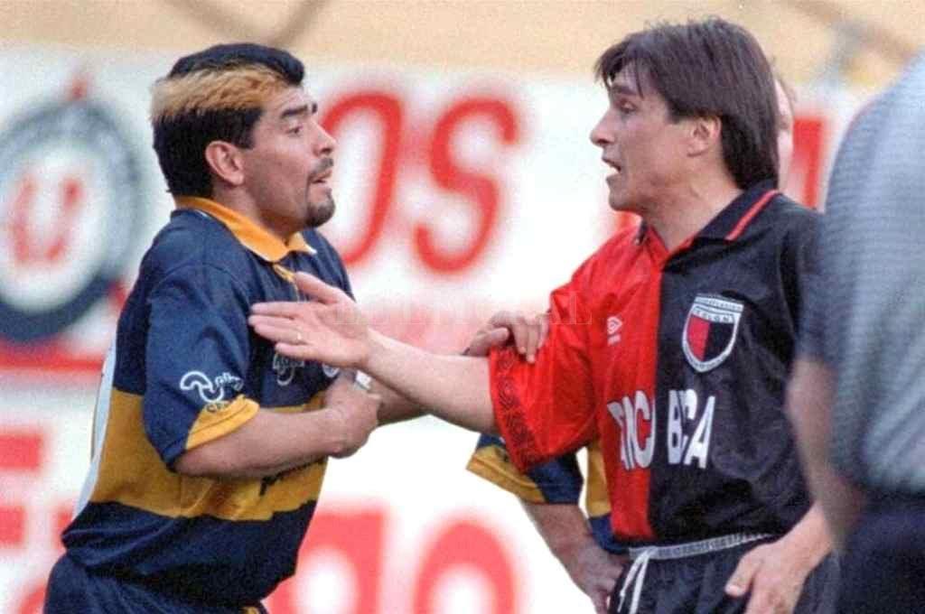 Parte de la pelea que tuvieron Maradona y Toresani adentro de la cancha, en ese partido que se jugó hace poco más de 25 años. La siguieron en el vestuario. Y al poco tiempo, fueron compañeros en Boca.     Crédito: El Litoral