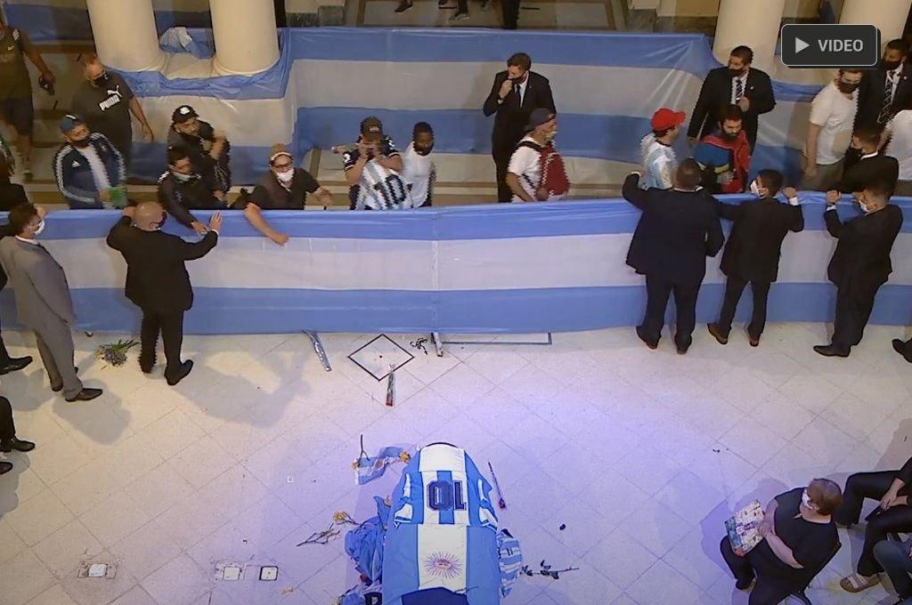 Comenzó el velatorio de Diego Armando Maradona -  -