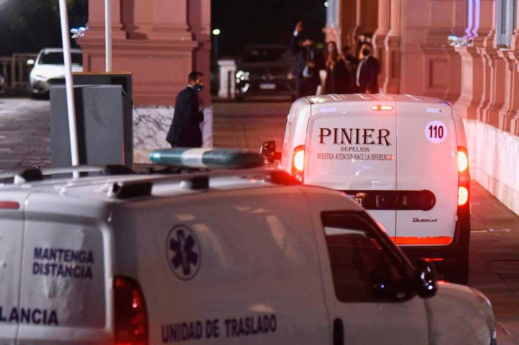 El momento en que el féretro de Diego llegaba a Casa Rosada, antes del velorio.  Crédito: Gentileza