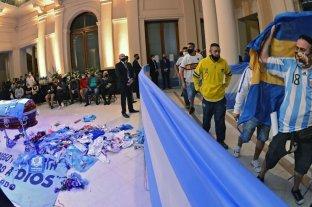 Argentinos Juniors expulsará como socio al que se tomó una foto con el féretro de Diego