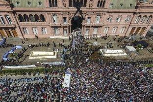 Por los incidentes, la familia de Maradona dio por terminado el velatorio -