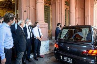 Trasladan el féretro de Diego Maradona al cementerio