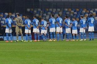 Los jugadores del Nápoli salieron a la cancha con la camiseta número 10 de Diego Maradona