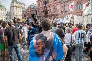 Detuvieron a once personas durante los incidentes en el velatorio de Maradona -  -