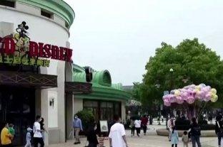 Crecen los despidos en Disney a medida que el virus golpea la asistencia a parques