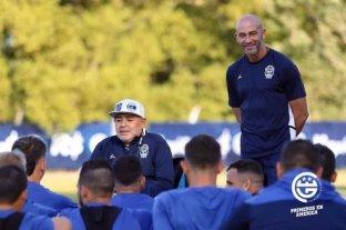 """El """"Gallego"""" Méndez renunció como DT de Gimnasia: dijo que vino con Maradona y se irá con él"""