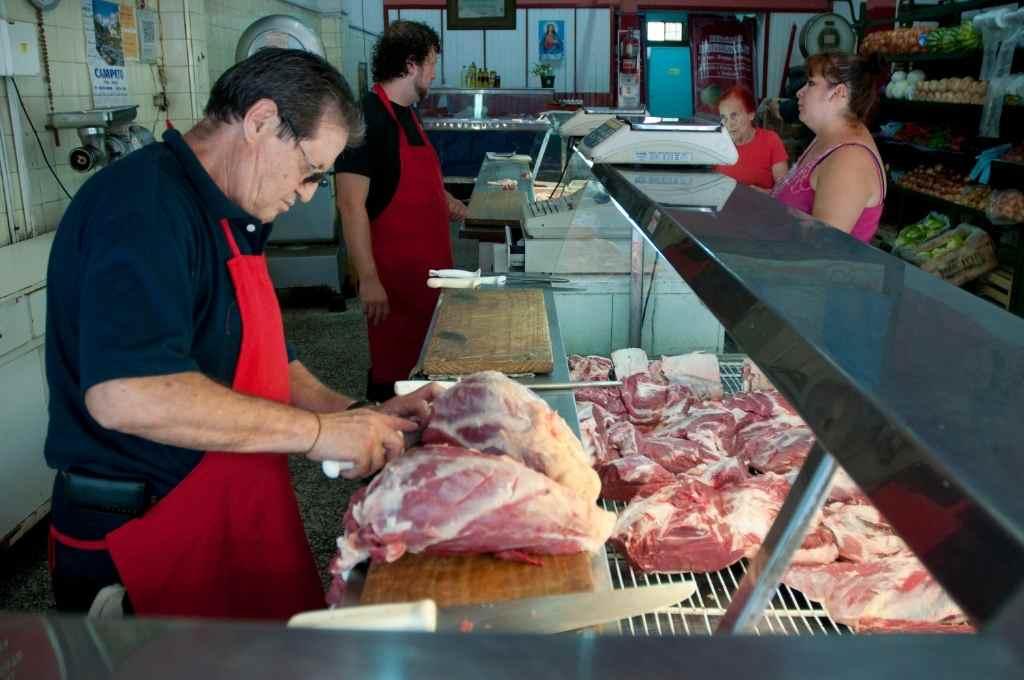 La carne vacuna, el tradicional asadito de fin de semana, un lujo reservado para unos pocos.    Crédito: Archivo El Litoral
