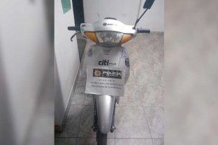 Recuperaron la moto robada al periodista santafesino -  -