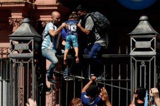 Disturbios en el funeral de Maradona: poca autocrítica de Nación que responsabiliza al gobierno de Larreta -  -