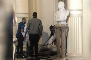 Repusieron el busto de Hipólito Yrigoyen que se había roto durante el funeral de Maradona