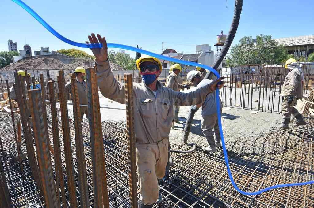 La Provincia ya autorizó en todo el territorio los servicios vinculados a obras privadas que ocupen más de 30 empleados de la construcción, más profesionales o contratistas de distintos oficios. Crédito: Pablo Aguirre