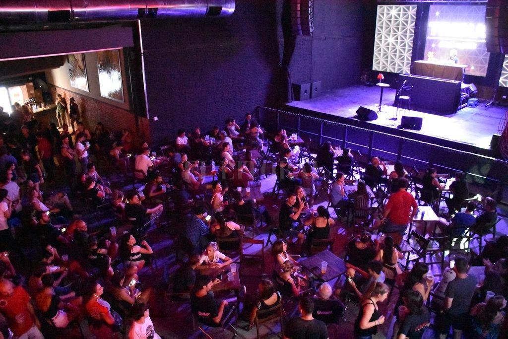 También quedará habilitada la actividad complementaria de artistas en los bares y restaurantes durante el horario autorizado para su funcionamiento. Crédito: Archivo / Manuel Fabatía