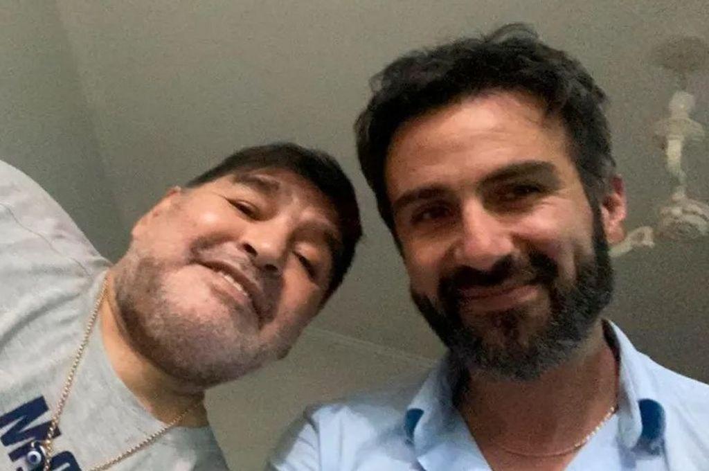 Maradona junto al Dr. Luque en una foto de archivo Crédito: Captura de pantalla