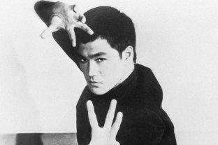 """Bruce Lee cumpliría 80 años: los datos sobre el """"dragón chino"""" que quizás no conocías"""