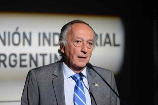 """La UIA se expresó preocupada por los """"cepos laborales y productivos"""""""